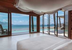 640x450_03_ocean_front_3_bedroom_villa_master_bedroom